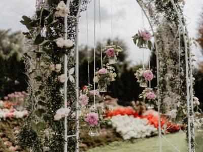 Rosenbogen in Weiß